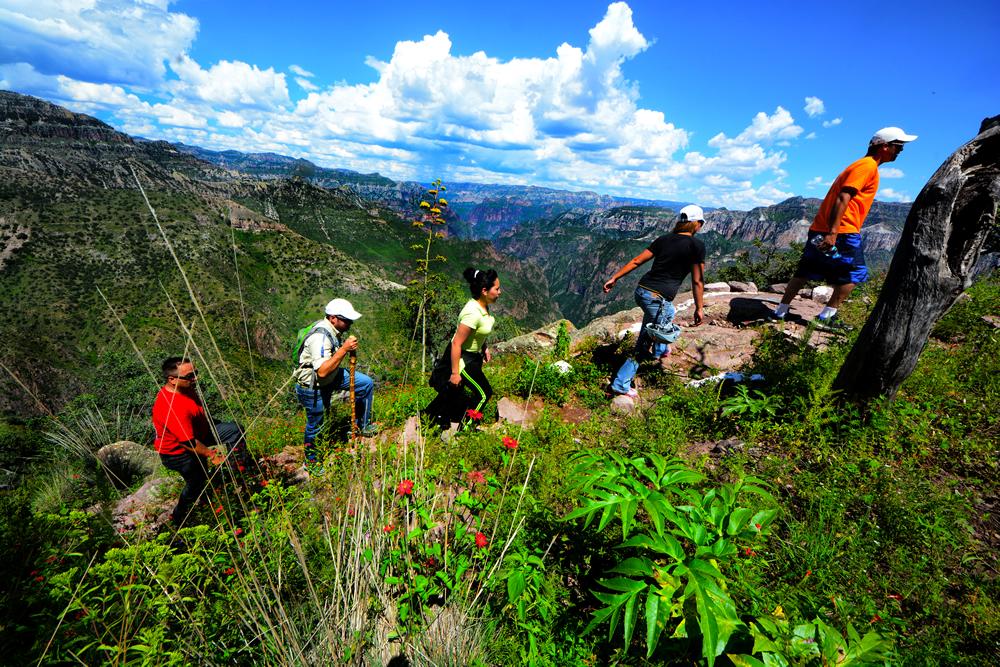 senderismo en Barrancas del Cobre, uno de los deportes de aventura en Chihuahua